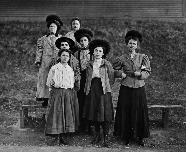 Young girls work in the Chace Cotton Mill - NARA - 523187
