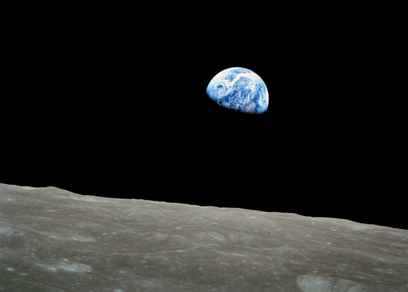 NASA-Apollo8-Dec24-Earthrise-b