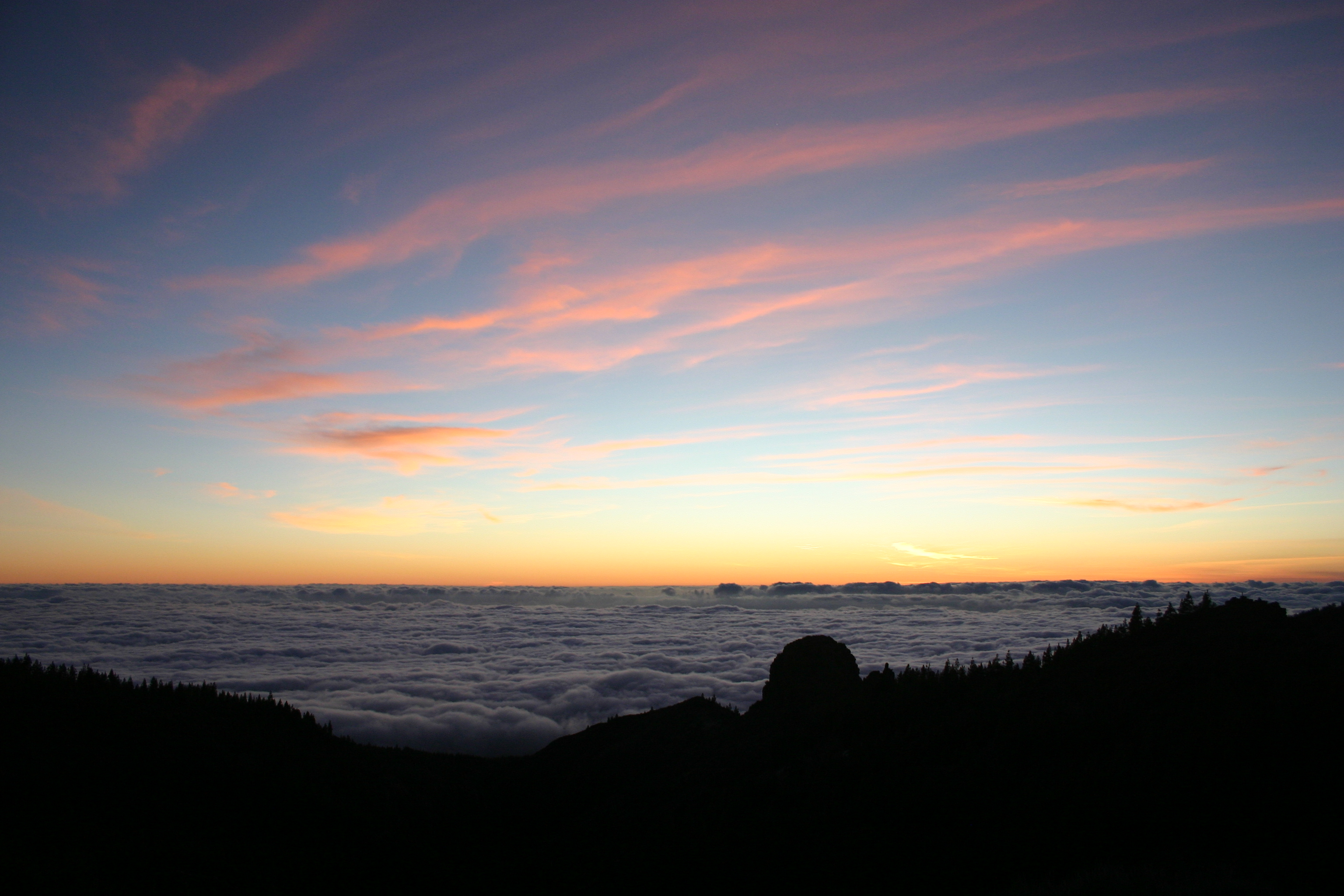 Sunset looking down on clouds from Teide 5 (398027219)