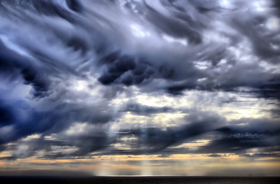 Mammatus clouds and crepuscular rays new