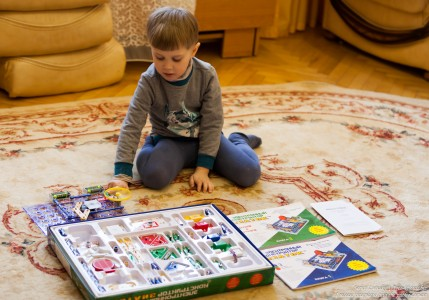 a 4-year-old boy playing in February 2018 photographed by Serhiy Lvivsky