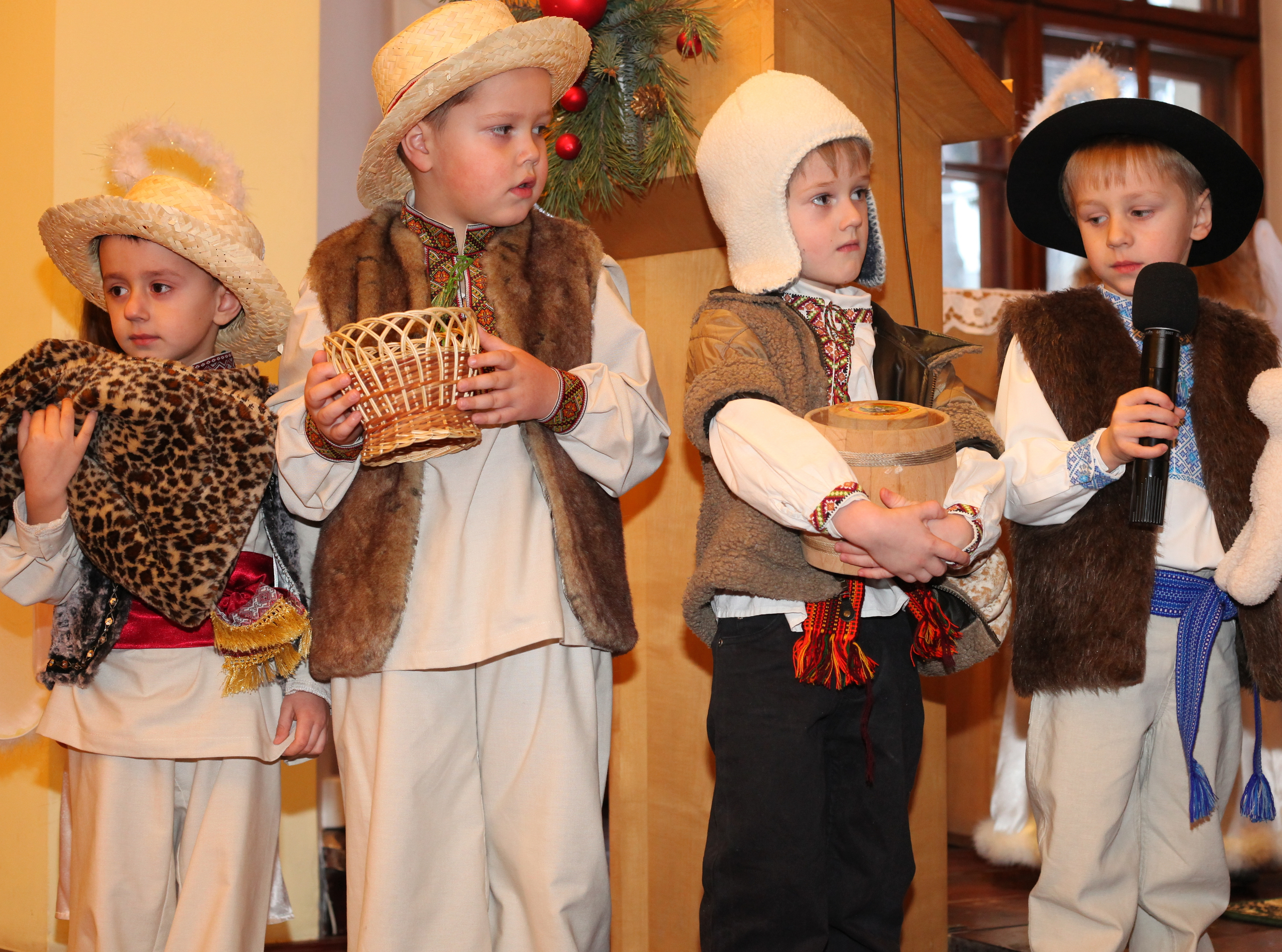 the nativity performance in a Catholic kindergarten, photo 6