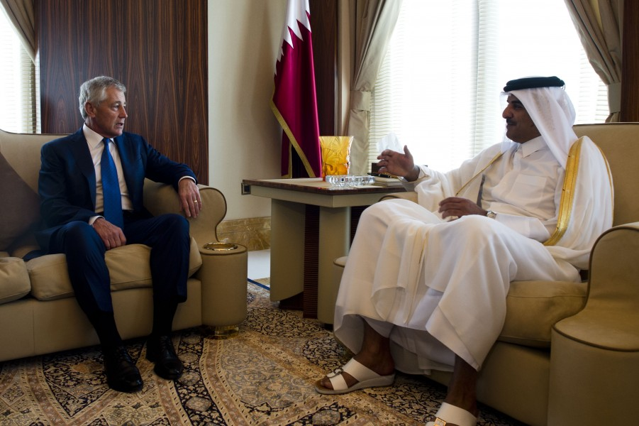 Chuck Hagel meets with Sheikh Tamim bin Hamad, Emir of Qatar, December 2013 (2)