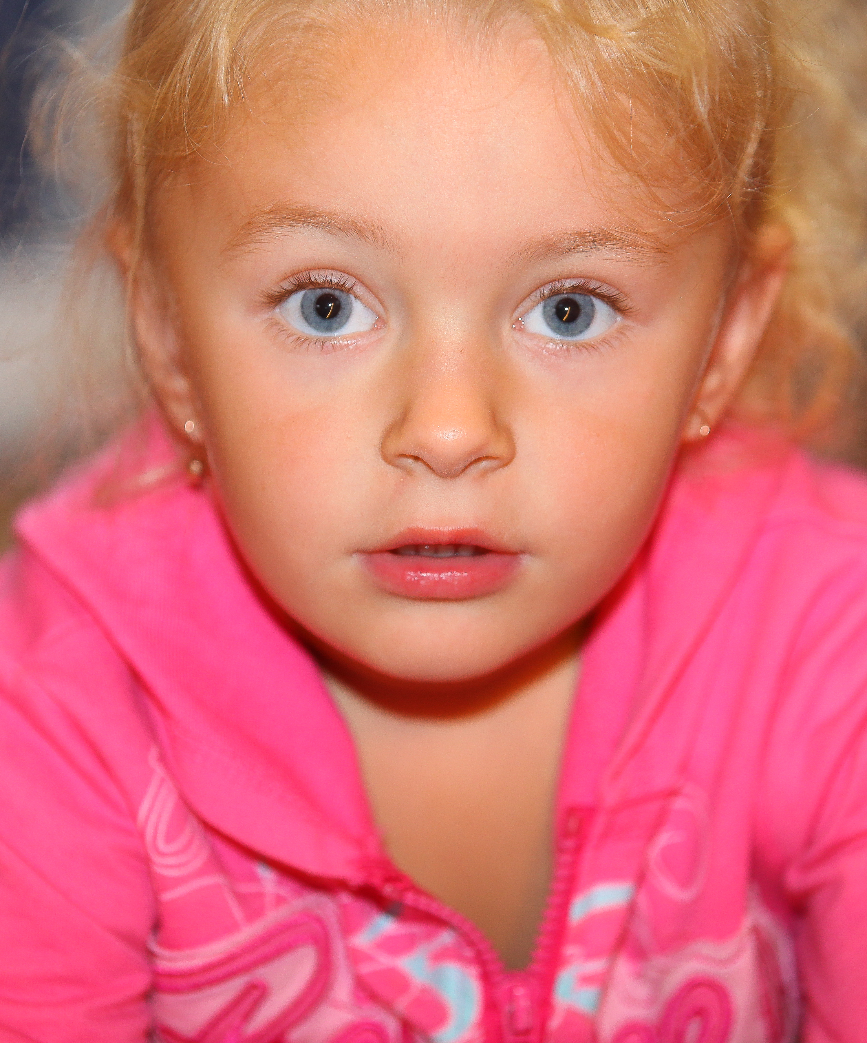 a sweet blond child girl photographed in September 2013, picture 4/4