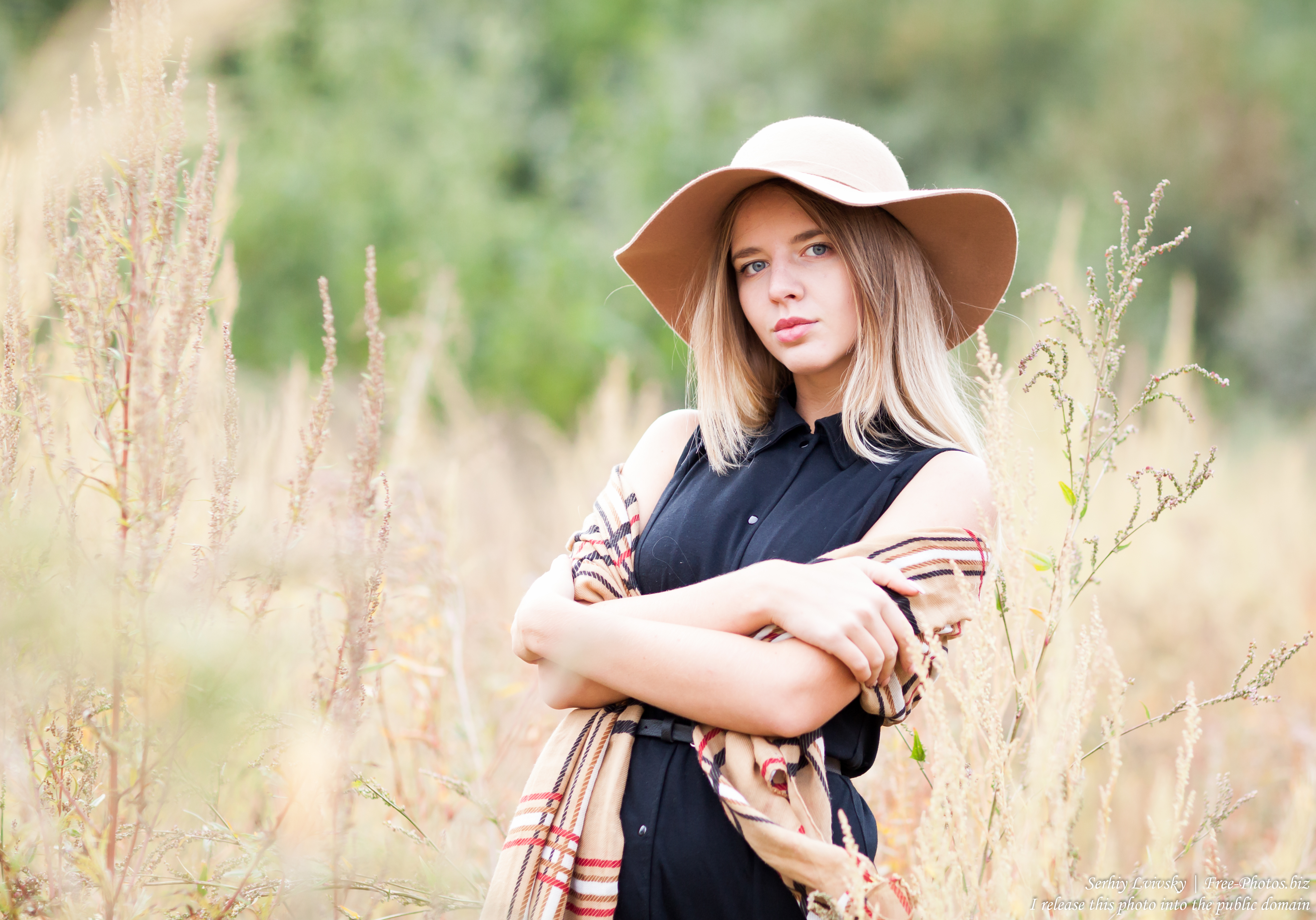 an 18-year-old natural blond girl photographed in September 2016 by Serhiy Lvivsky, picture 3