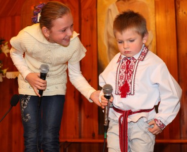 a girl and a boy performing in a Catholic kindergarten, photo 1