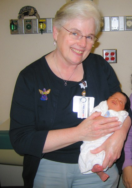 20081208 Mary Rose Tully with a 17-day old patient at UNC Hospital (503p)