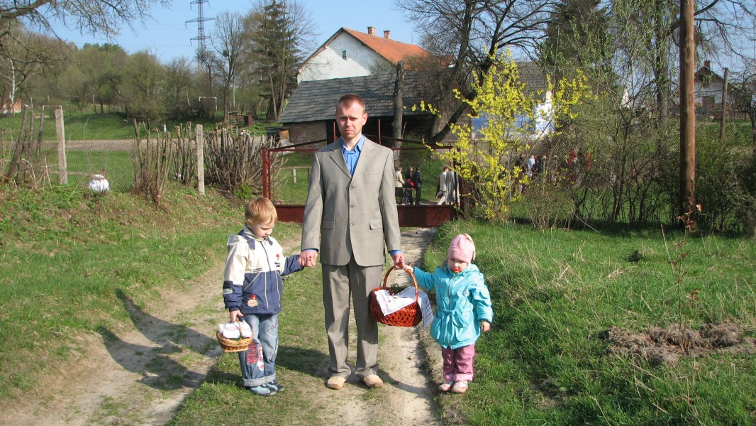 a father with his small children on Easter