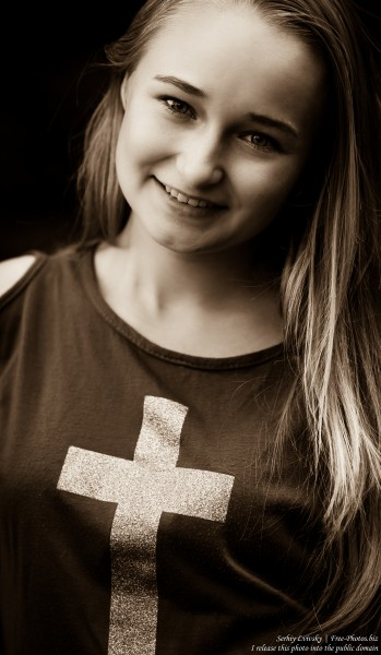 a blond 14-year-old girl with a cross depicted on her T-shirt, photographed in August 2015 by Serhiy Lvivsky, picture 4