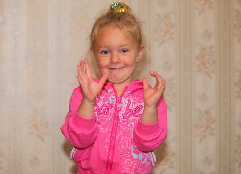 a cute child girl photographed in September 2013, picture 1/4