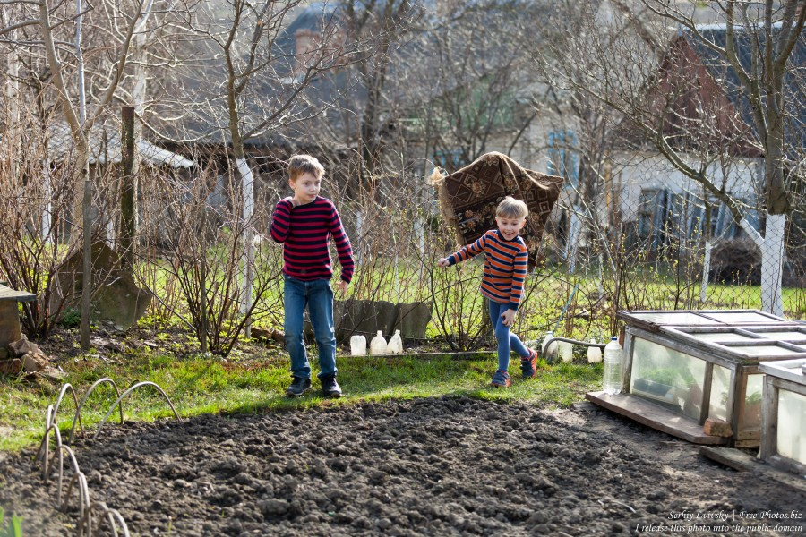 children in a garden in April 2018 photographed by Serhiy Lvivsky