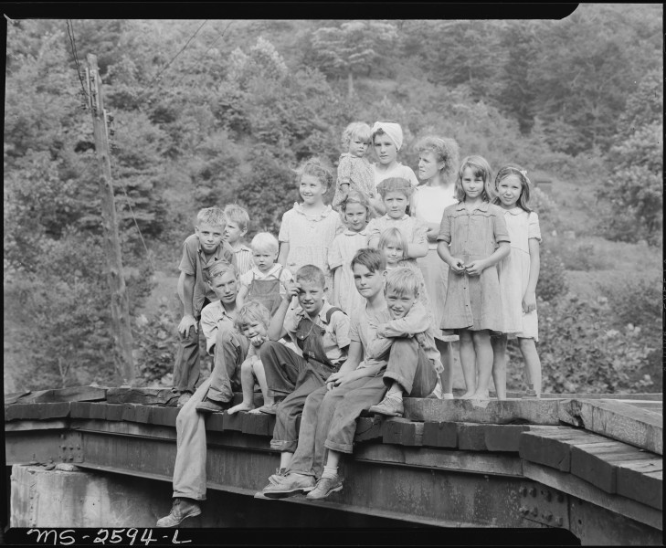 Coal camp children. Dixie Darby Fuel Company, Marne Mine, Lejunior, Harlan County, Kentucky. - NARA - 541323