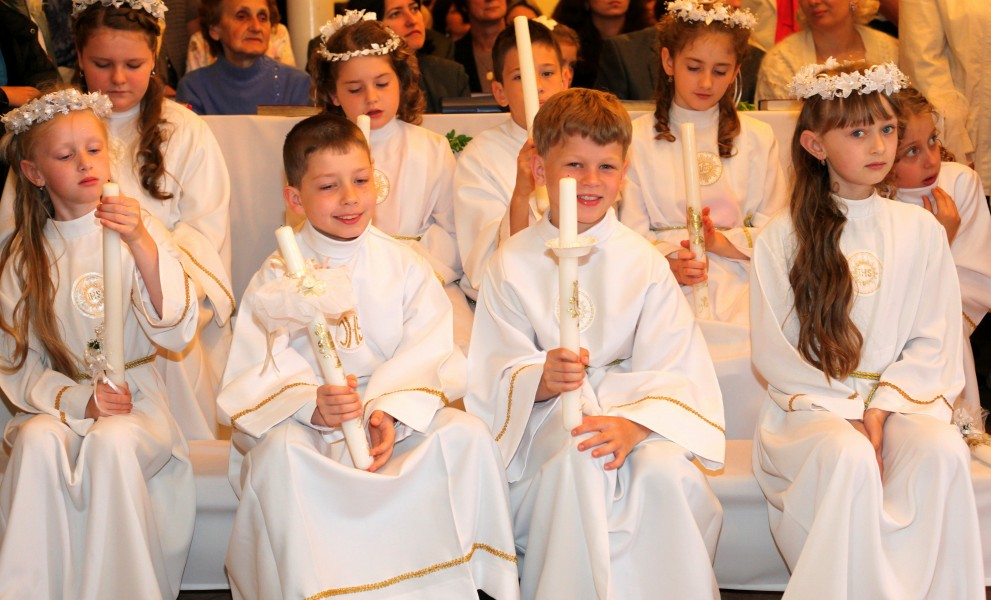 the first Holy Communion for children in May 2013, picture 1 out of 5