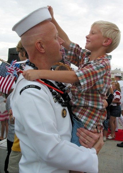 US Navy 030724-N-0879R-002 Electronics Technician 1st Class Michael Gray and his five-year-old son reunite
