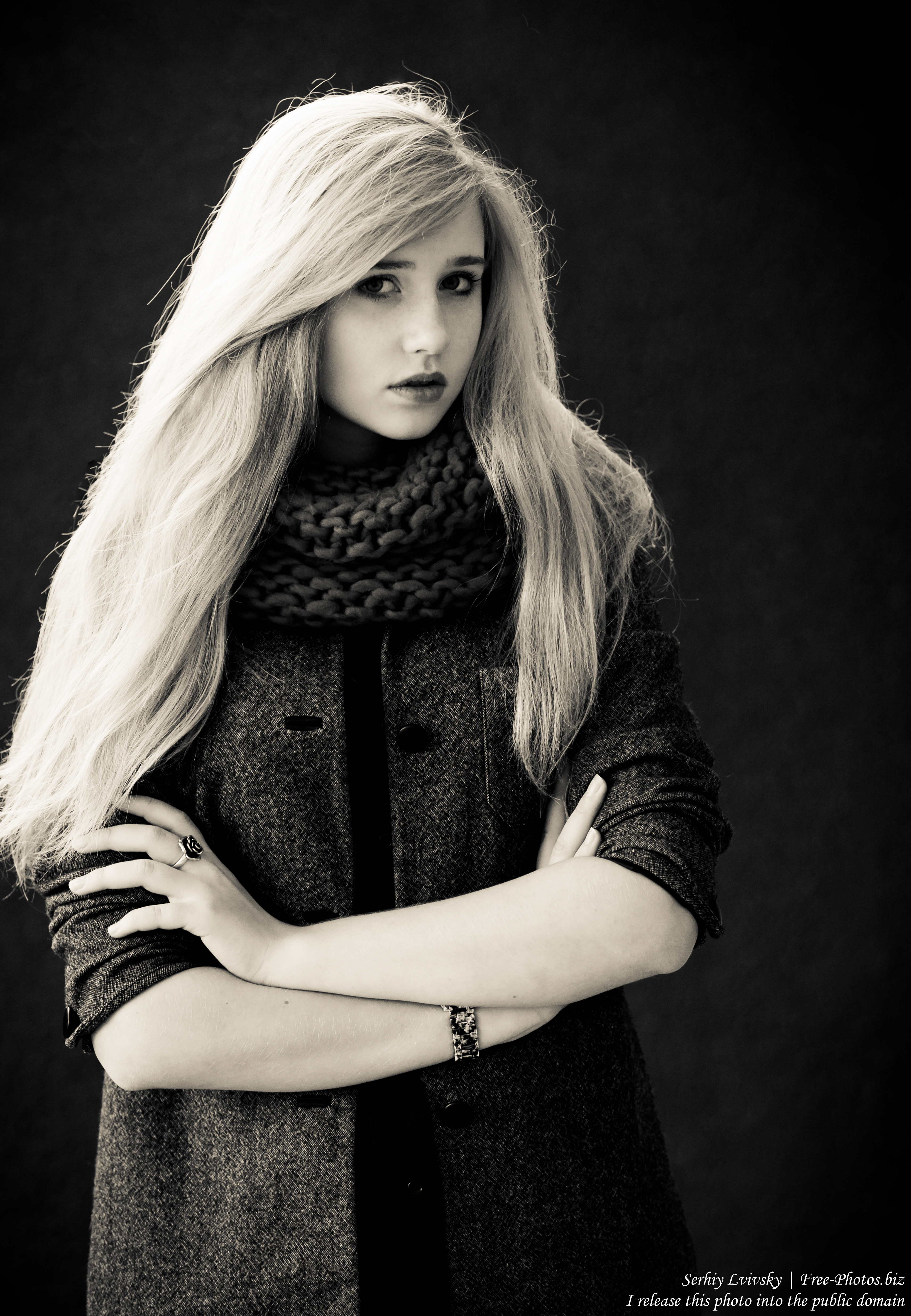 a seventeen-year-old natural blond girl with blue eyes photographed by Serhiy Lvivsky in October 2015, picture 2