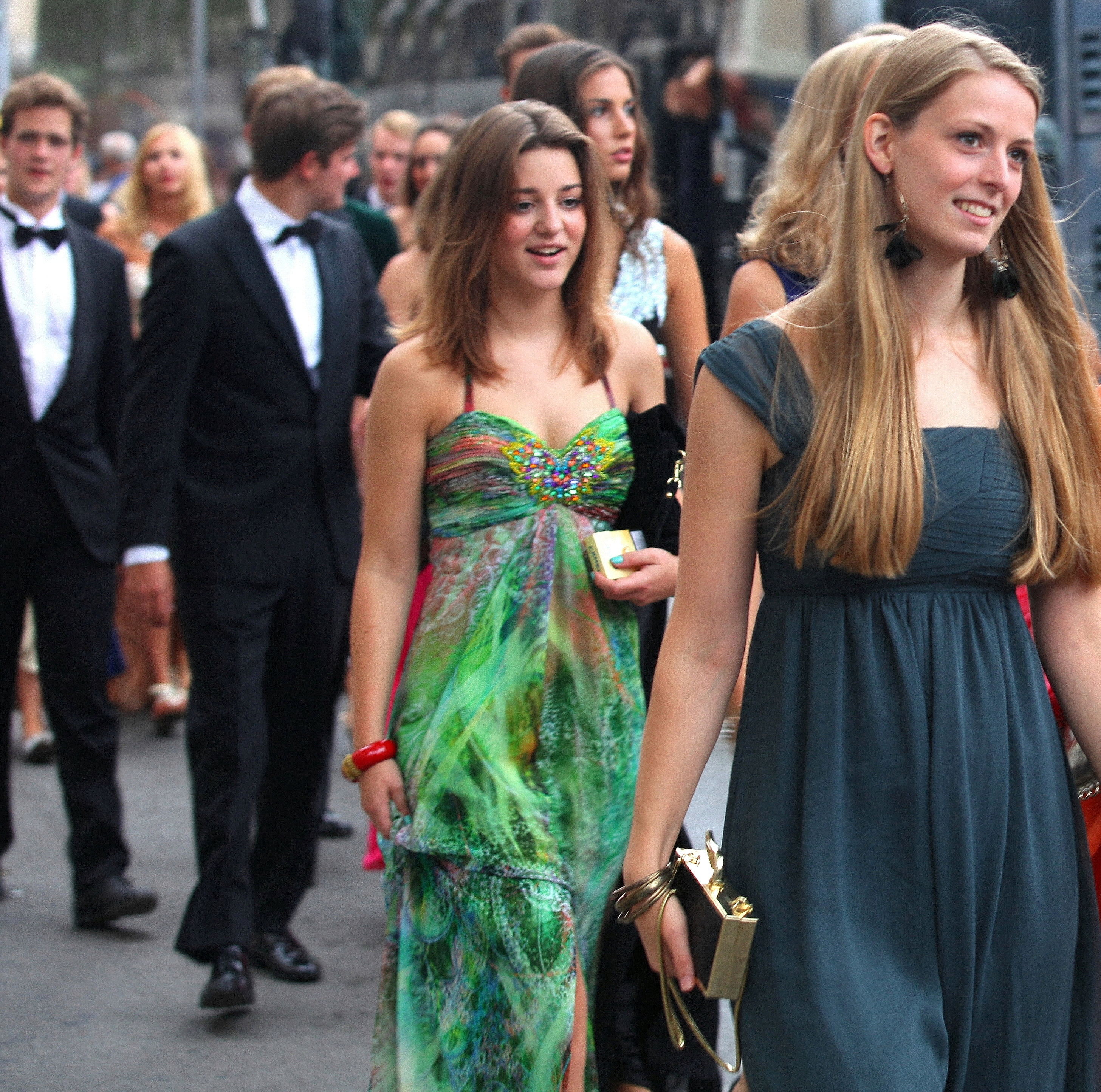 girls in evening dresses, photographed in August 2013, photo 2/11