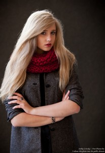 a seventeen-year-old natural blond girl with blue eyes photographed by Serhiy Lvivsky in October 2015, picture 1