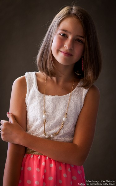 a 12-year-old girl photographed in July 2015 by Serhiy Lvivsky, picture 3