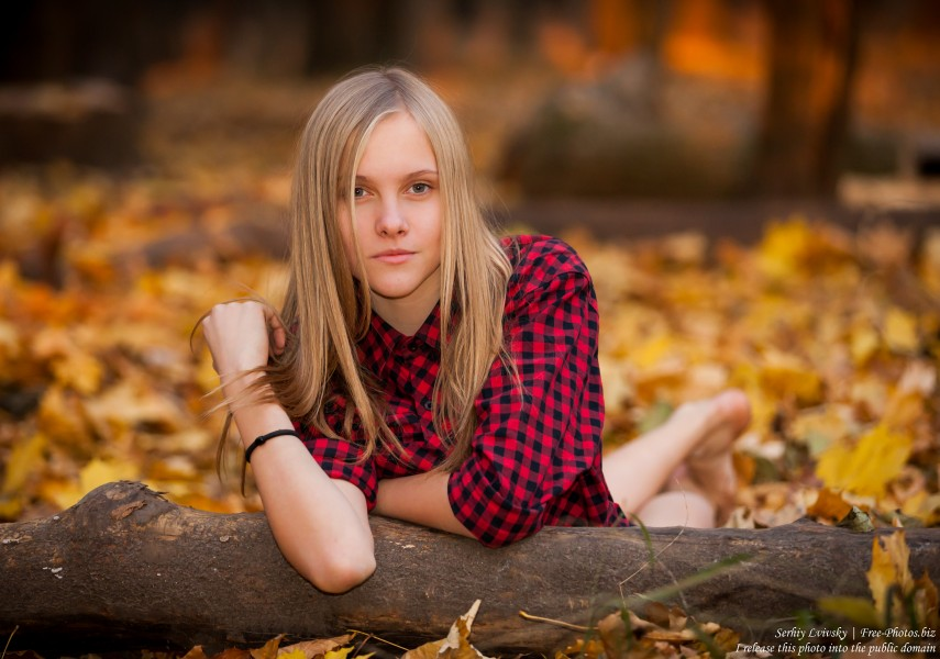 a 15-year-old blond girl photographed by Serhiy Lvivsky in November 2015, picture 2
