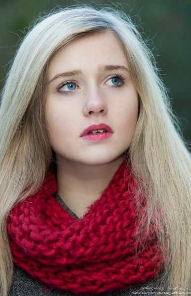a seventeen-year-old natural blond girl with blue eyes photographed by Serhiy Lvivsky in October 2015, picture 15
