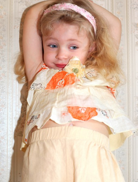 a beautiful child girl in a room, picture 18