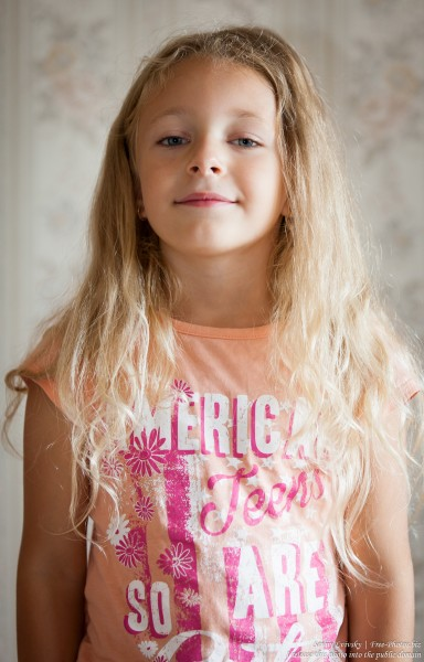 a blond child girl photographed in August 2015 by Serhiy Lvivsky, picture 1