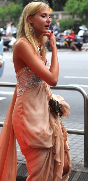 a girl in an evening dress, photographed in August 2013, photo 7/11