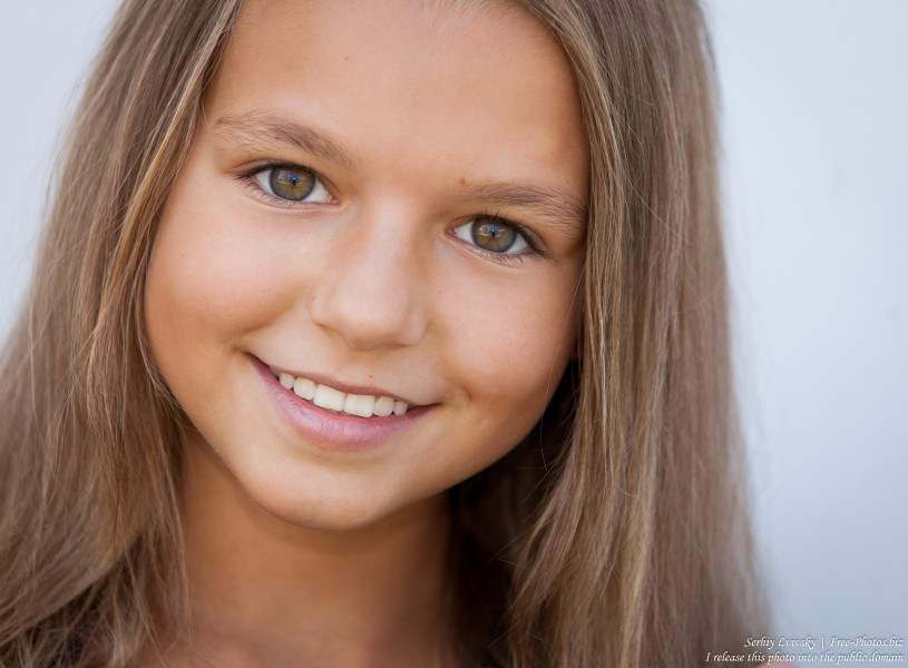 a twelve-year-old girl photographed in July 2015 by Serhiy Lvivsky, picture 1