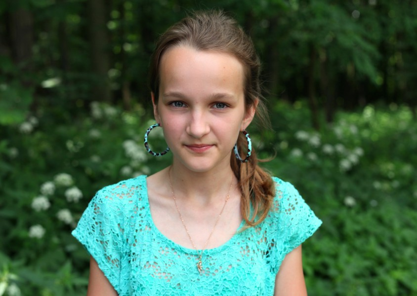 a pretty Catholic girl with huge earrings, photographed in June 2013, portrait 16/27