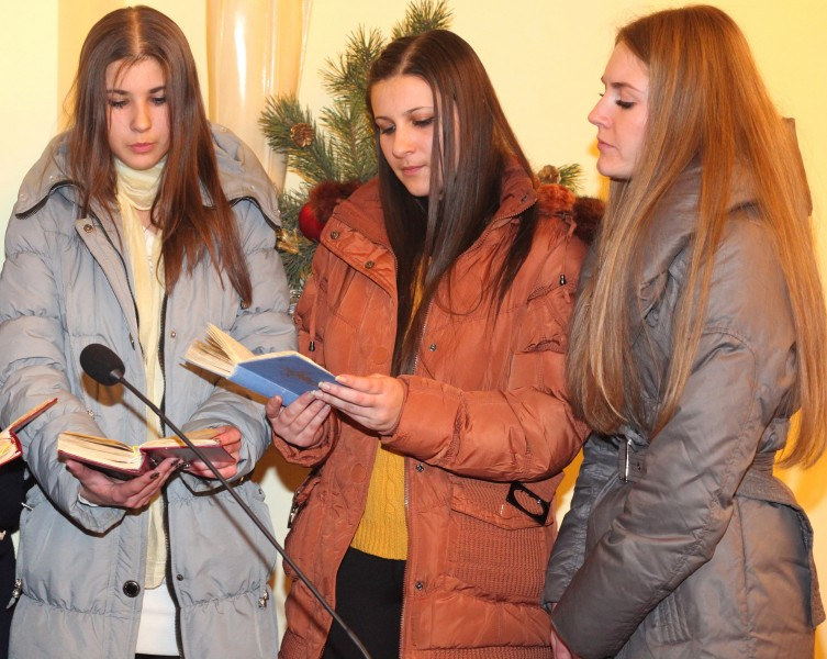 three beautiful Catholic girls participating in the Christmas Holy Mass, photo 2