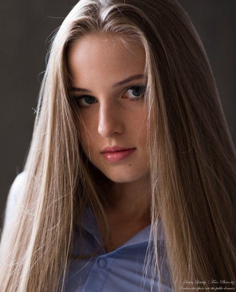 Diana - an 18-year-old natural blonde girl photographed in August 2020 by Serhiy Lvivsky, picture 22