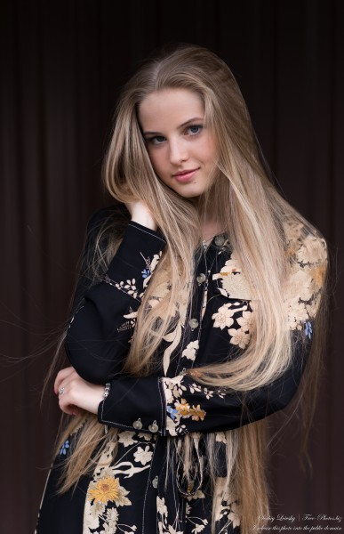 Diana - an 18-year-old natural blonde girl photographed in August 2020 by Serhiy Lvivsky, picture 38