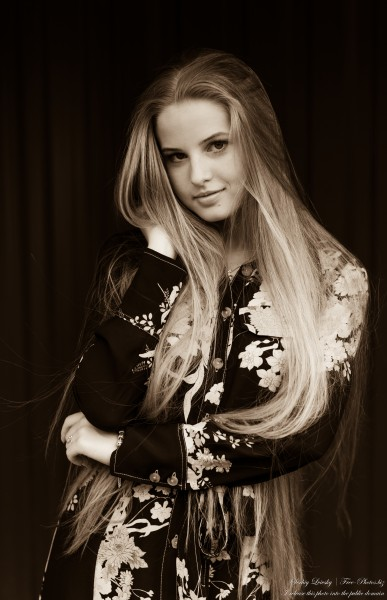 Diana - an 18-year-old natural blonde girl photographed in August 2020 by Serhiy Lvivsky, picture 39