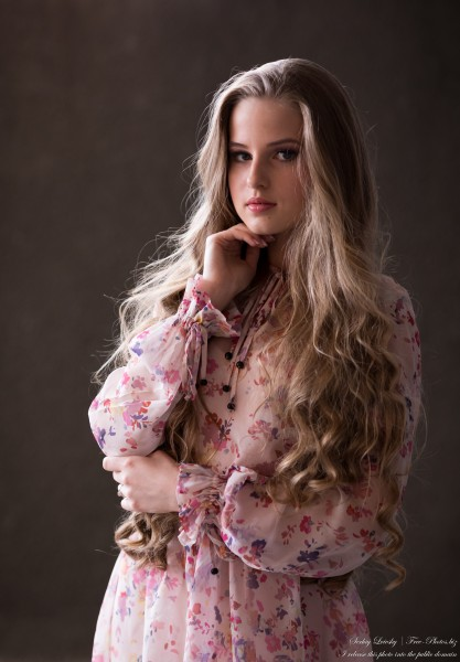 Diana - an 18-year-old natural blonde girl photographed by Serhiy Lvivsky in July 2020, picture 6