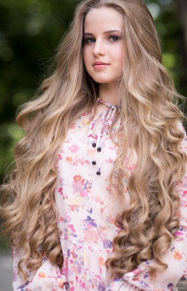 Diana - an 18-year-old natural blonde girl photographed by Serhiy Lvivsky in July 2020, picture 17