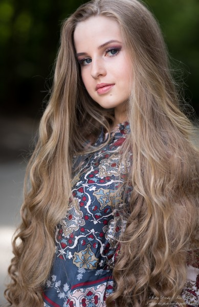 Diana - an 18-year-old natural blonde girl photographed by Serhiy Lvivsky in July 2020, picture 27