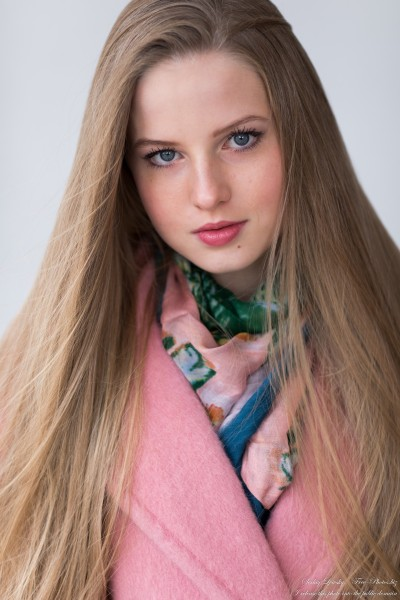 Diana  - an 18-year-old natural blonde girl photographed in October 2020 by Serhiy Lvivsky, picture 7