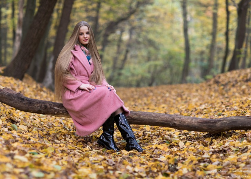Diana  - an 18-year-old natural blonde girl photographed in October 2020 by Serhiy Lvivsky, picture 33
