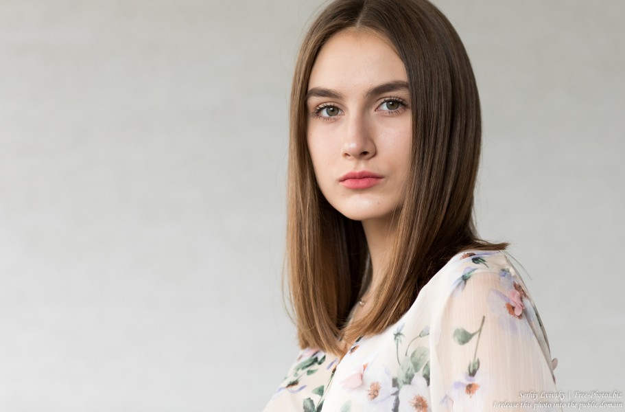 Julia - a 15-year-old girl photographed in July 2019 by Serhiy Lvivsky, picture 6