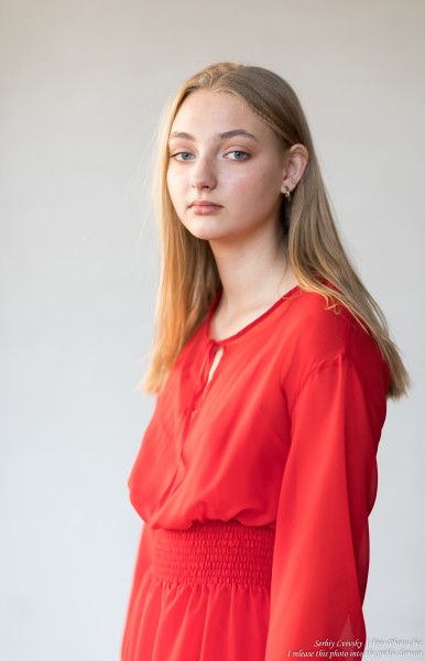 Nastia - a 16-year-old natural blonde girl photographed in September 2019 by Serhiy Lvivsky, picture 2