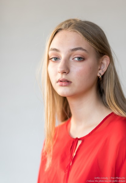 Nastia - a 16-year-old natural blonde girl photographed in September 2019 by Serhiy Lvivsky, picture 4