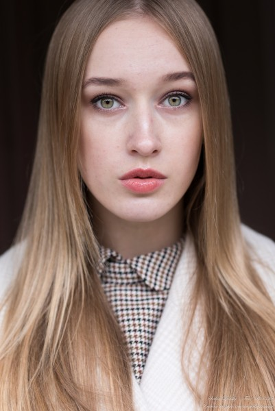 Sophia - a 19-year-old blonde girl with yellow-green eyes photographed in October 2020 by Serhiy Lvivsky, picture 12
