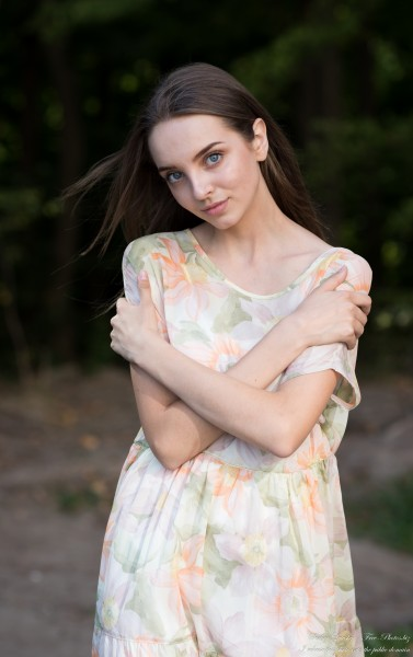 Vika - a 17-year-old brunette girl photographed by Serhiy Lvivsky in September 2020, picture 10