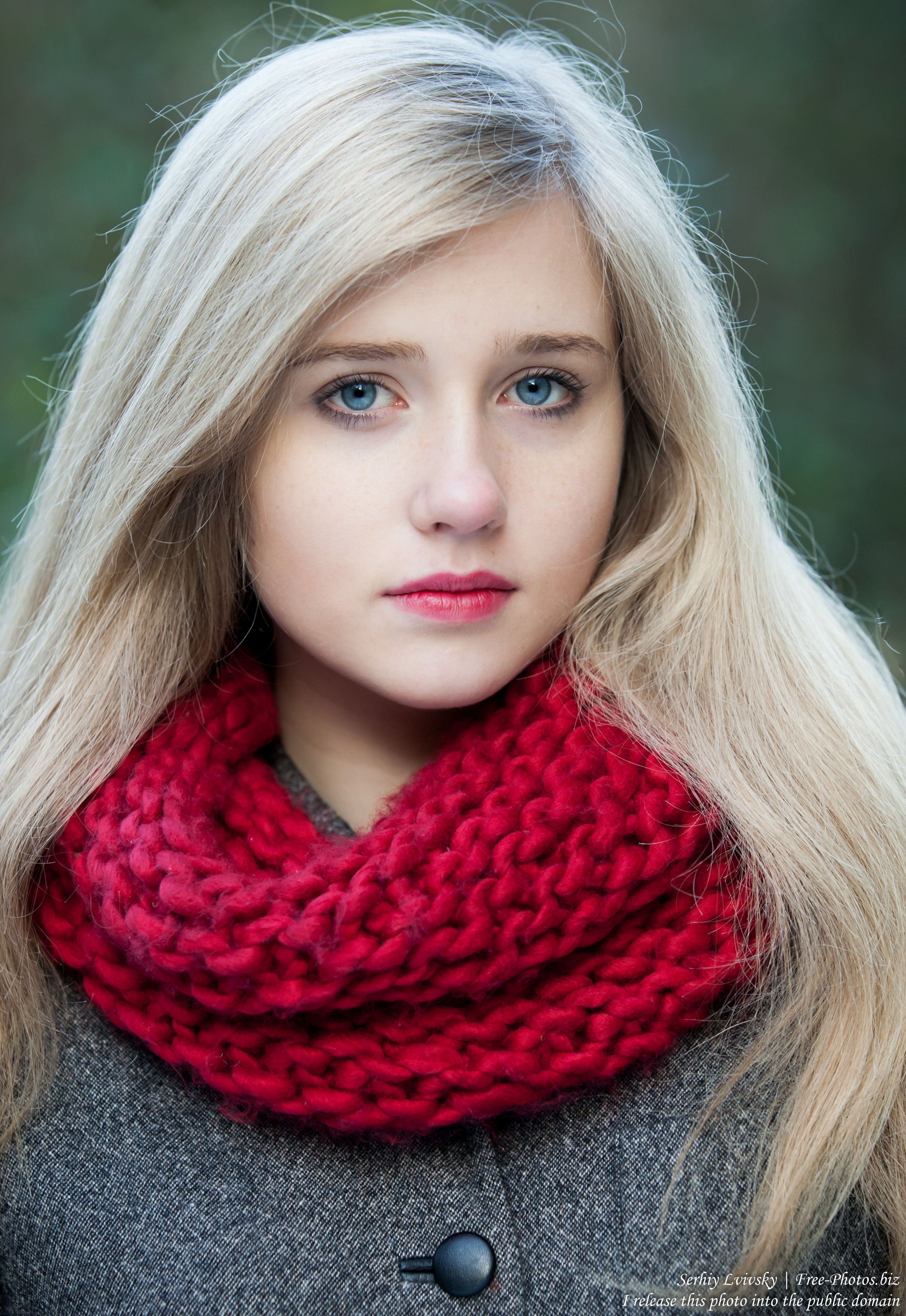a seventeen-year-old natural blond girl with blue eyes photographed by Serhiy Lvivsky in October 2015, picture 13