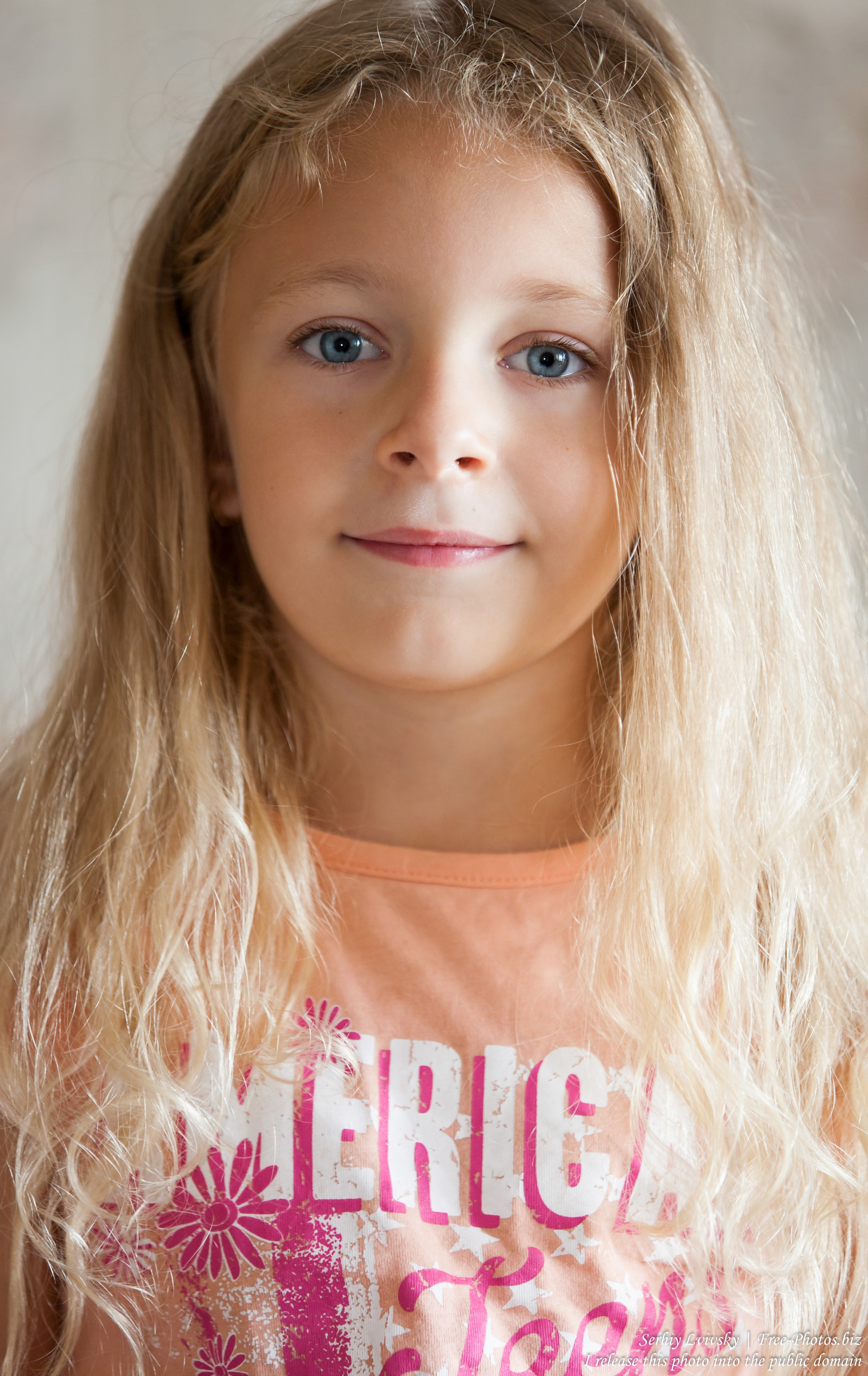 a blond child girl photographed in August 2015 by Serhiy Lvivsky, picture 3