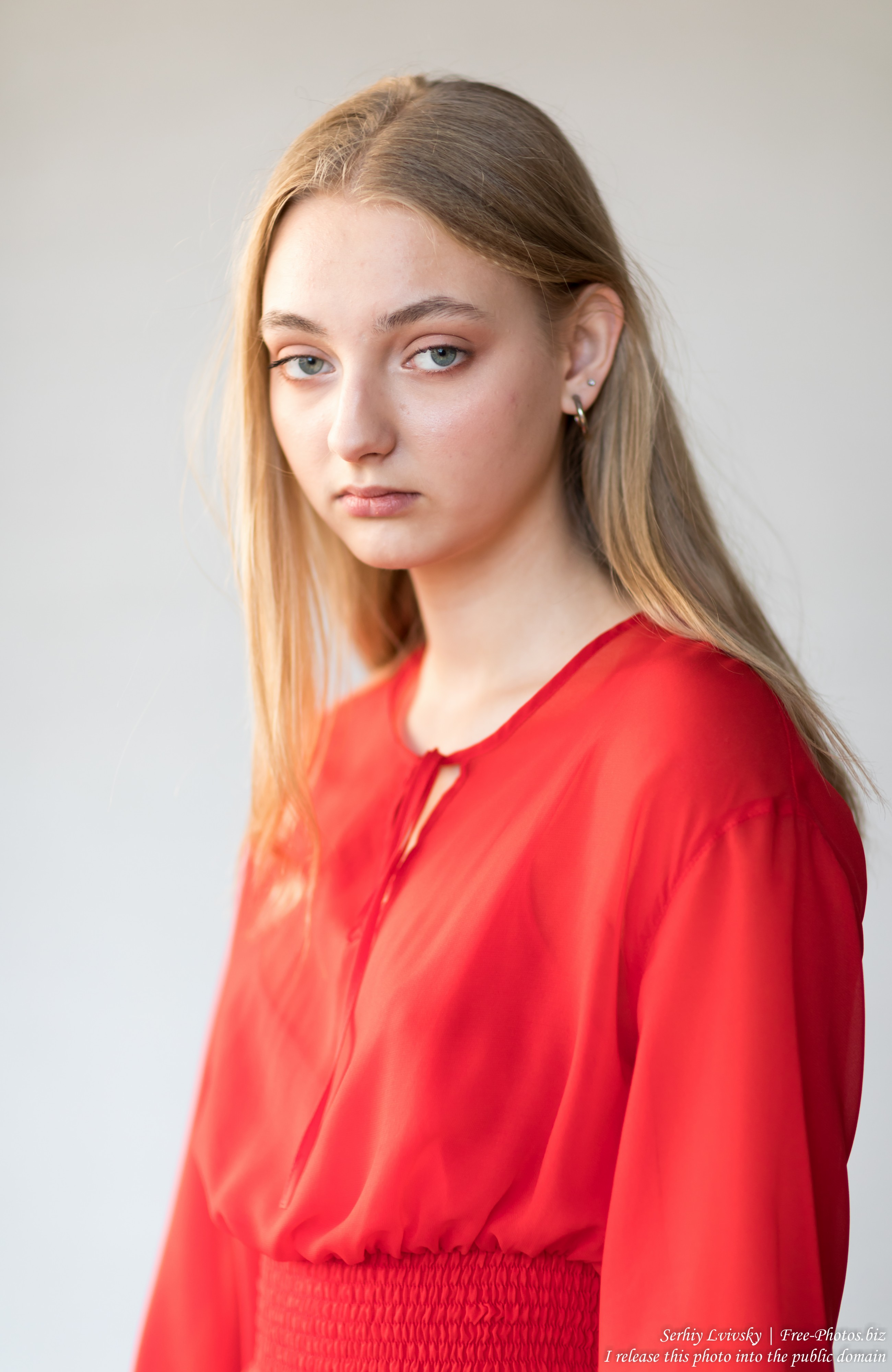 Nastia - a 16-year-old natural blonde girl photographed in September 2019 by Serhiy Lvivsky, picture 5