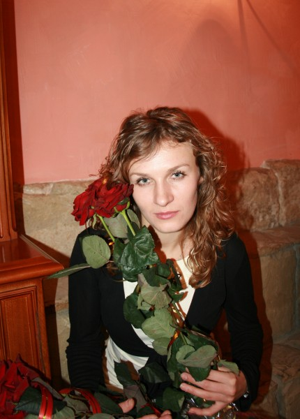 A beautiful fair-haired girl with roses, picture 6