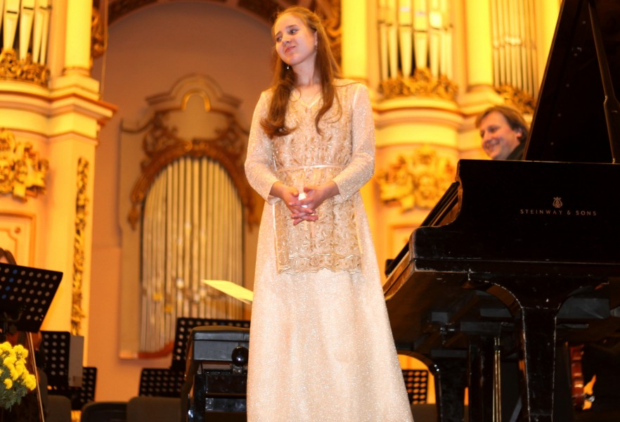 a pianist girl in a philharmonic after the performance, photo 1