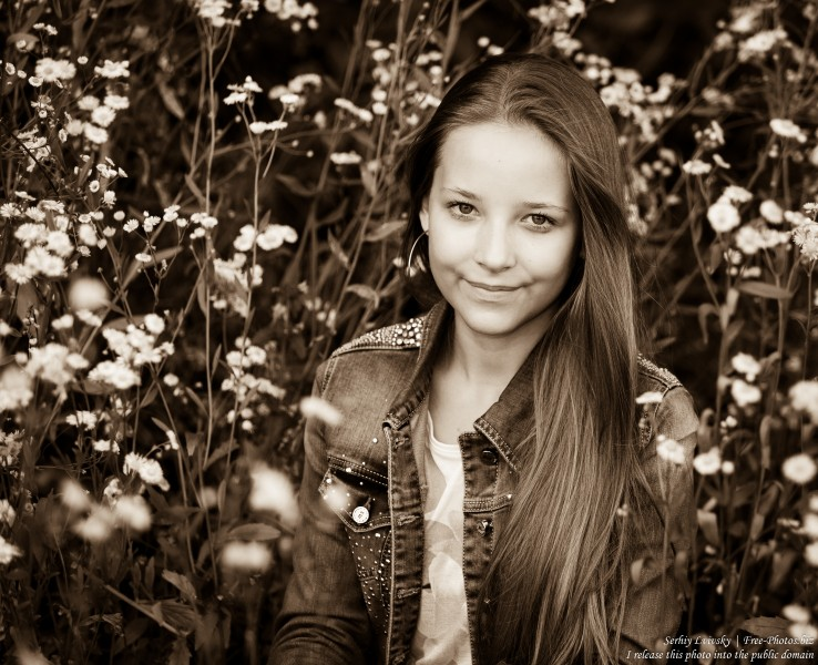a pretty 13-year-old girl photographed in July 2015 by Serhiy Lvivsky, picture 10