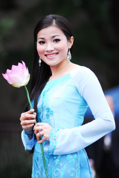 A Vietnamese young lady in ao dai